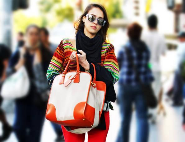 Jessica Alba bolso Prada