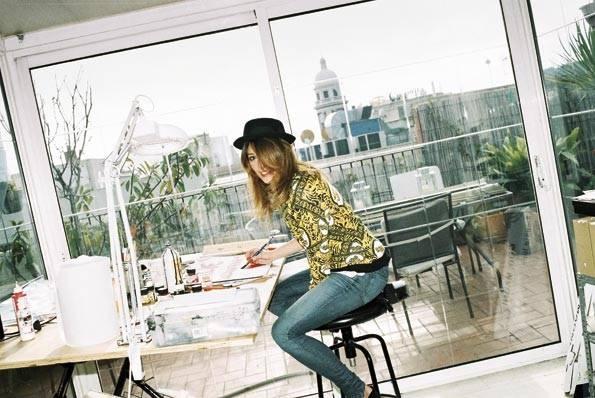 Marcela en su estudio