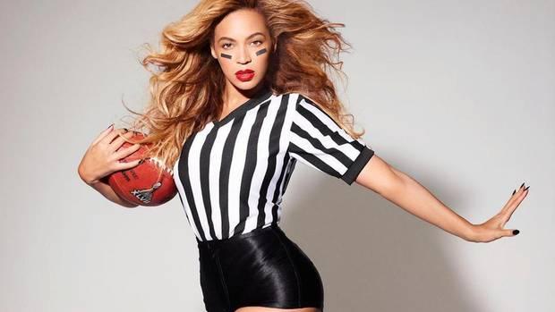 Beyoncé promocionando la Super Bowl