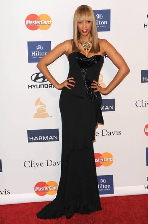Tyra Banks en la alfombra roja de los Grammy 2013
