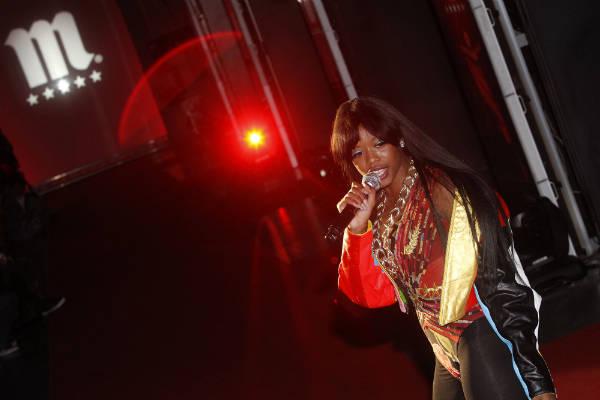 Presentadora rapera de la Mahou Collection