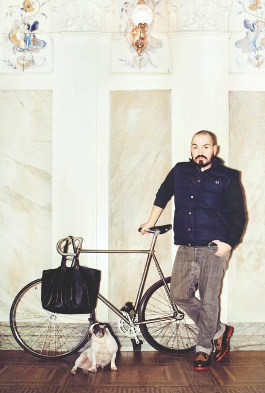 Juan Duyos sobre un modelo Ciclos Perucha