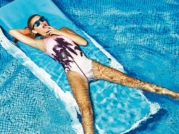 Bañador con print de palmeras