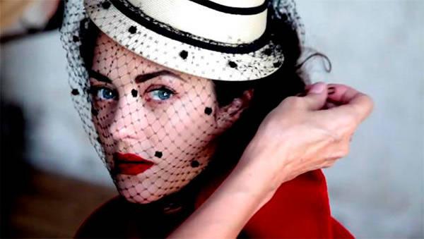 Marion Cotillard en su papel de lady dior