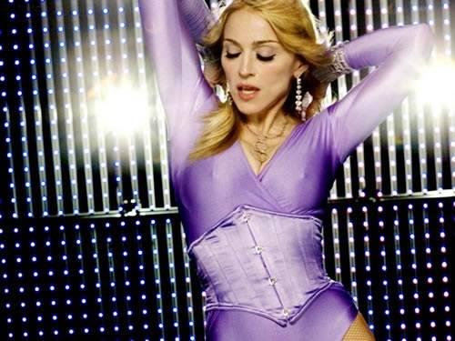 Madonna es adepta a la dieta macrobiótica. Eso sumado al inhumano programa de ejercicio físico que sigue, le confiere esa estética un tanto agresiva y musculada de más