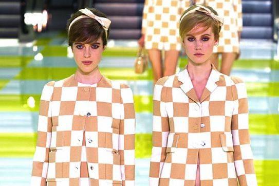 Lazos en el pelo de Louis Vuitton