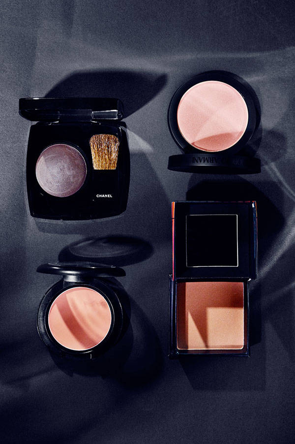 De izquierda a derecha y de arriba a abajo:  Blush color Notorious de Chanel Blush color 10 de Giorgio Armani Blush en crema color Brit Wit de M.A.C. Blush Dallas de Benefit