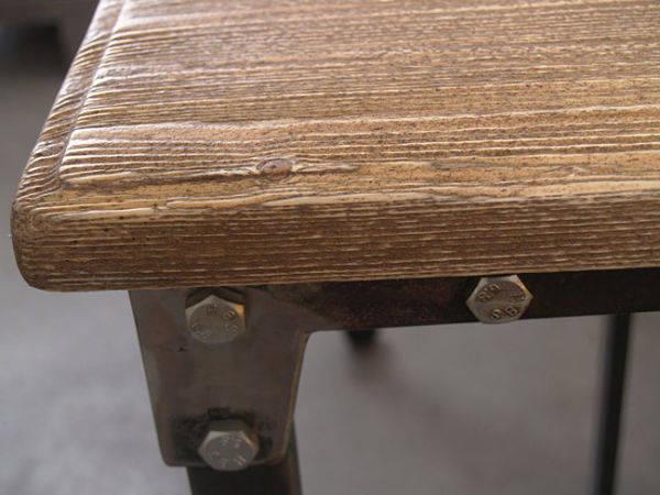 Detalle de una de las mesas de Kikekeller. Los materiales se dejan al desnudo para poder sentir las texturas originales