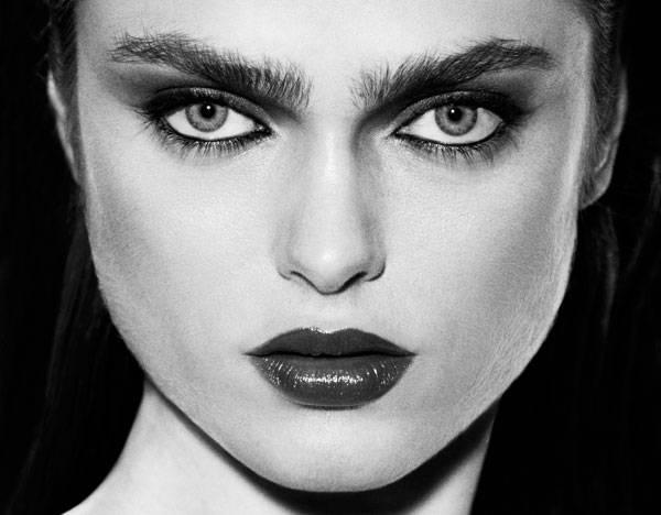 Base de maquillaje de Armani Sombra Shimmer Block de Laura Mercier Lápiz Feline de M.A.C Labios Rouge Coco Destinee de Chanel
