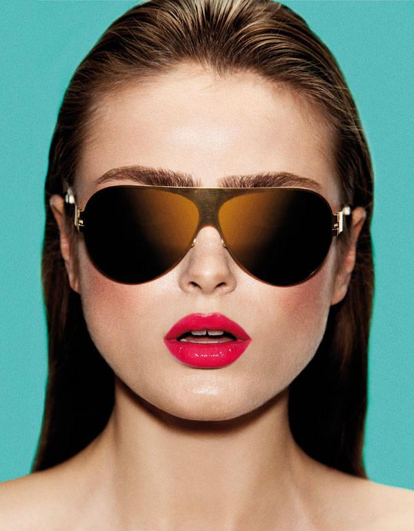 Gafas de Bernard Willhelm Base de maquillaje de Armani Labios Pink de Yves Saint Laurent Colorete Le Prisme Blush Bucolique de Givenchy