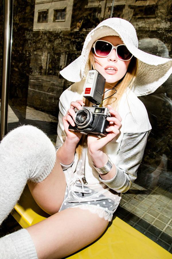 Pamela de Mona de Seda Gafas de sol de Agatha Ruiz de la Prada Mono de Oysho Calcetines de H&M Zapatos Creepers