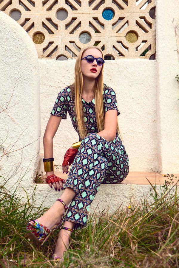 Blusa y pantalón de Bimba & Lola Mitones de Karl Lagerfeld Pulseras de Dolores Cortés Gafas de Wilde Sunglasses Calzado de Jimmy Choo