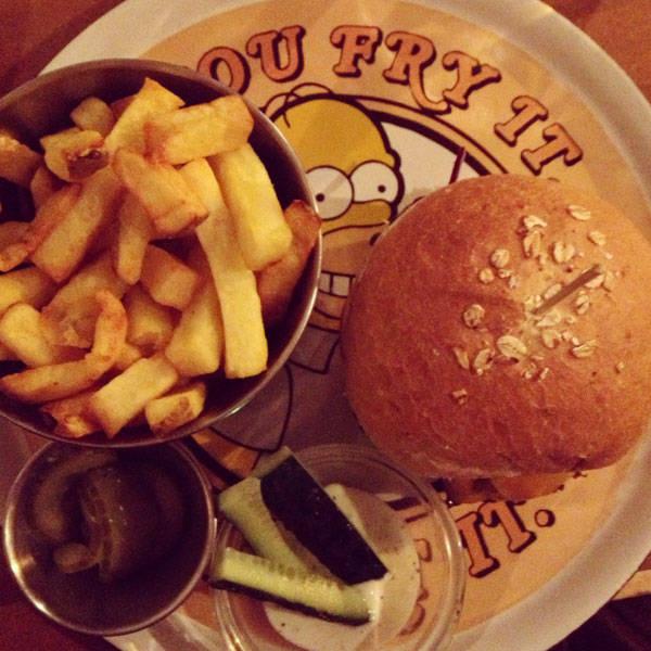 Hamburguesa para dos en Zombie Bar