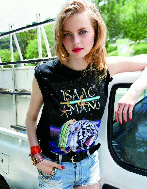 Camiseta de ISAAC & MANU cinturón de HERMÉS short de LEVI