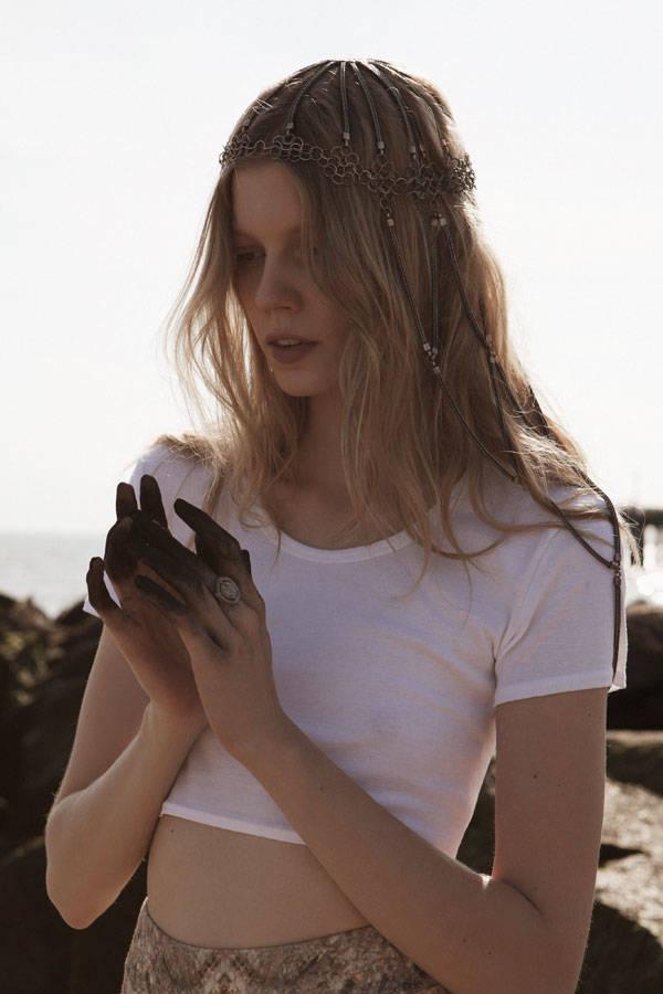 Top de Topshop Leggings de The Blonds Headpiece de Mania Mania Anillo de Natalie Frigo