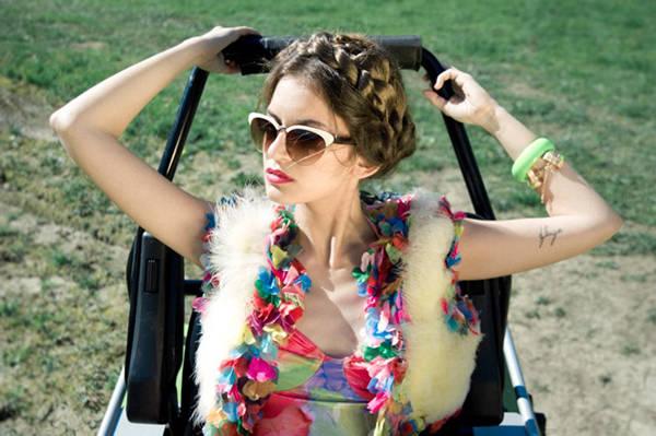 Body, chaqueta y cinturón vintage de La Merced, 3 Gafas de sol de H&M Pulsera de Kyra