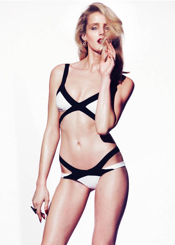 Bikini de Agent Provocateur Pendientes vintage de Le swing Anillo de Steffie Christiaens Laca de uñas Le Vernis Please! Rouge Interdit de Givenchy