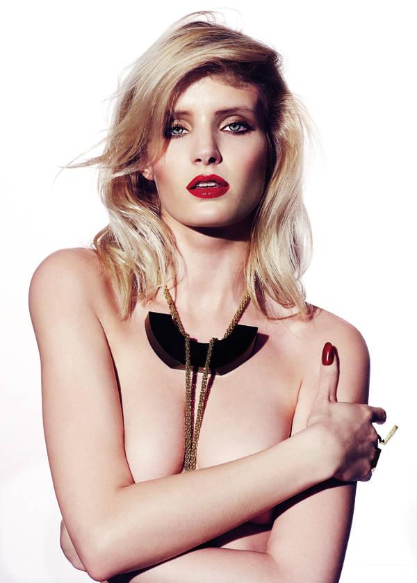 Collar y anillo de Steffie Christiaens Laca de uñas Le Vernis Please! Rouge Interdit de Givenchy