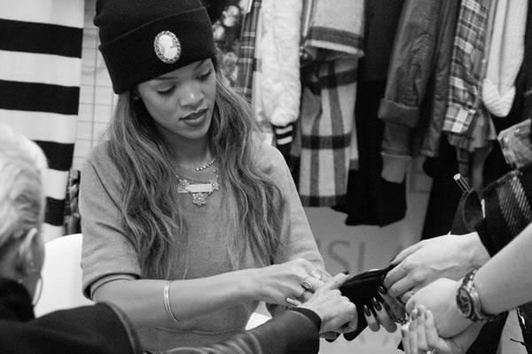Rihanna trabaja en su nueva colección para River Island