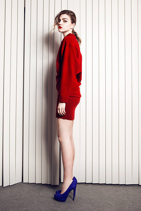 Vestido rojo AA by Amaya Arzuaga Zapatos azules Nine West