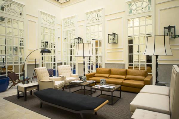 Patio interior en la planta baja del Only YOU Hotel & Lounge