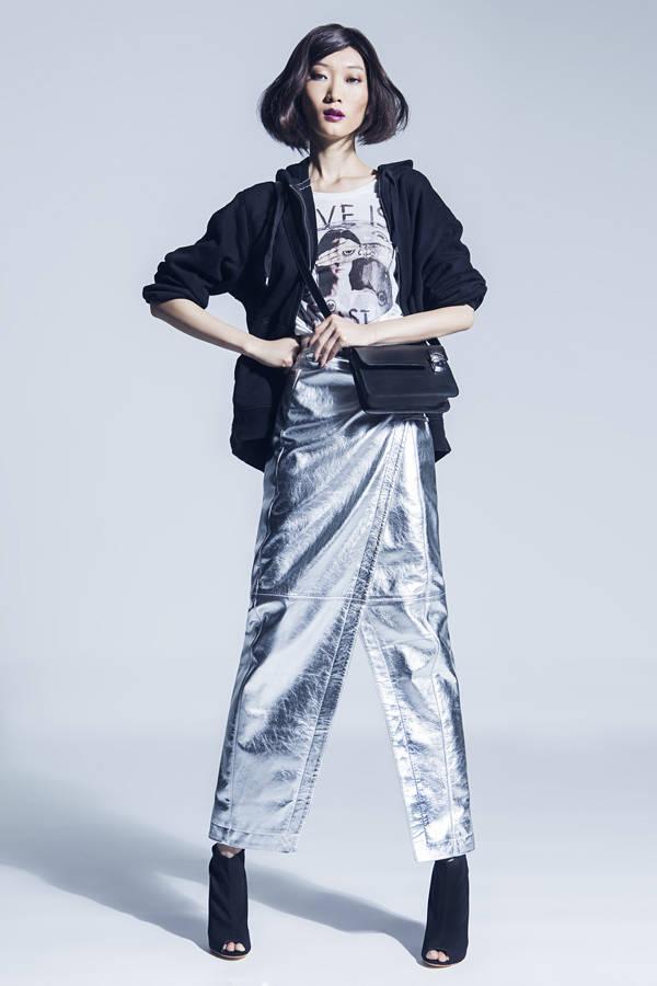 Sudadera H&M  Camiseta RELIGION Falda, botines y bandolera NICOLAS VAUDELET