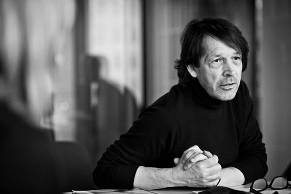 Peter Saville, co-fundador de ShowStudio, retratado por Wolfgang Stahr