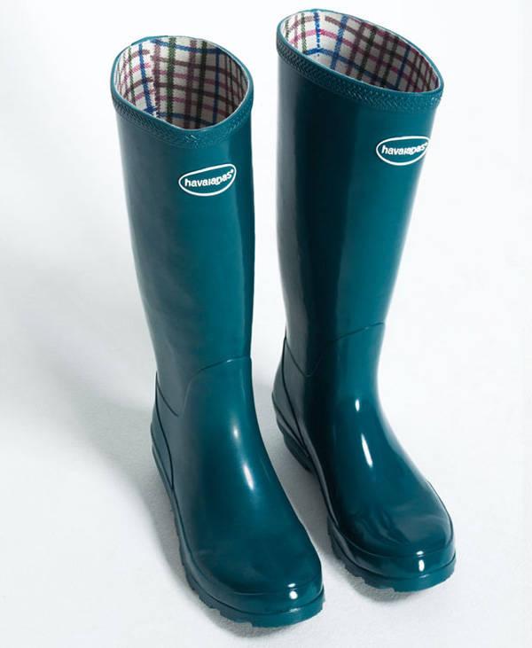 El modelo HELIOS de HAVAIANAS es ideal para los días más lluviosos y, por su color, alegra cualquier look.