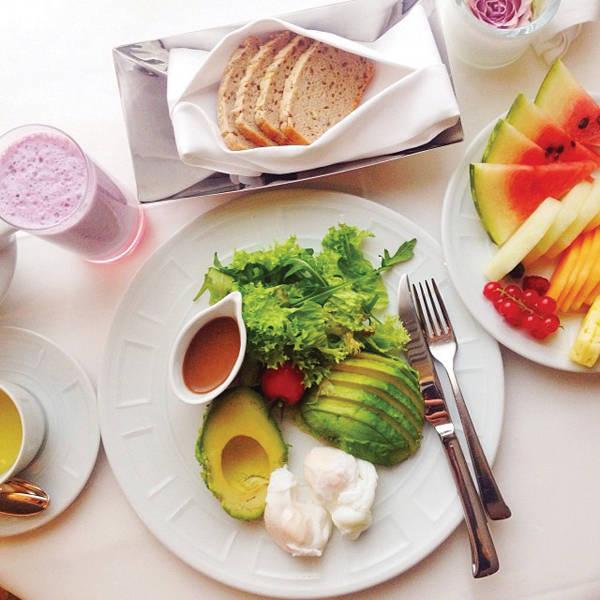 -Mi desayuno. Me encanta comer comida fresca y sana. Mis favoritos: Huevos escalfados, aguacate y tostadas integrales.