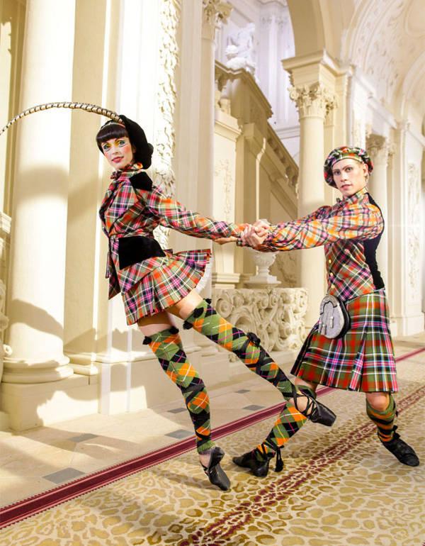 Bailarines del Ballet Estatal de Viena vestidos por Vivienne Westwood