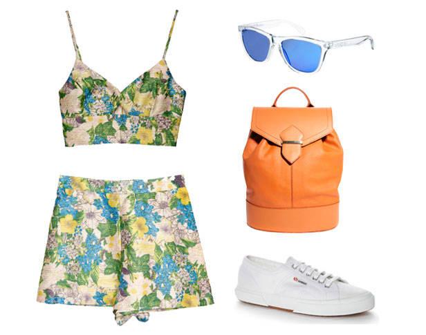 Top y shorts de PIXIE MARKET, gafas de sol OAKLEY, mochila de ASOS y zapatillas SUPERGA.