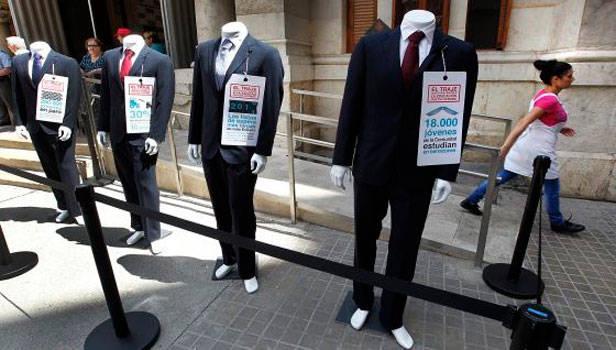Los trajes de Gurtell se pondrán a la venta