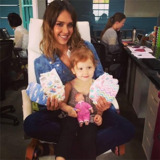 Jessica Alba y una de sus hijas. (Foto Jessica Alba)