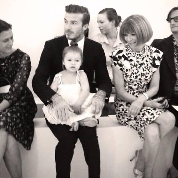 David Beckham en un desfile de Victoria Beckham con Harper (Foto Victoria Beckham)