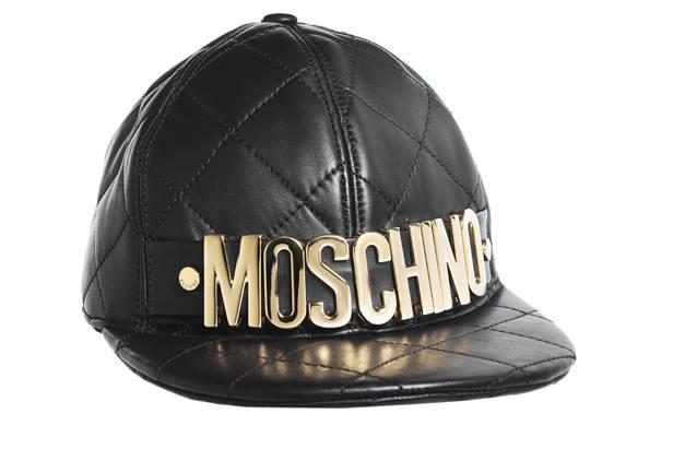 Gorra acolchada, de Moschino.