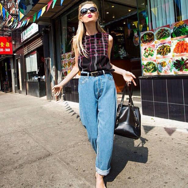 Jeans + look femenino.