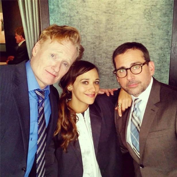 Rashida Jones junto a Steve Carrell y Conan O