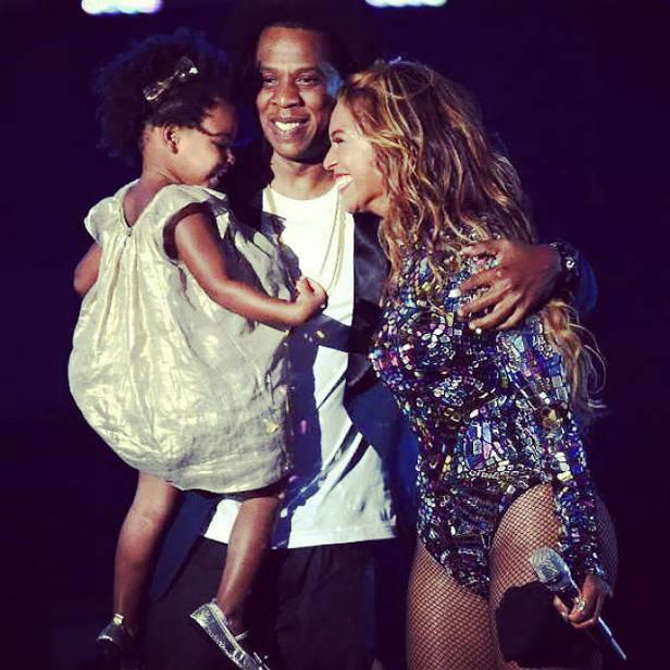 Beyoncé junto a su marido Jay-Z y su hija Blue-Ivy.