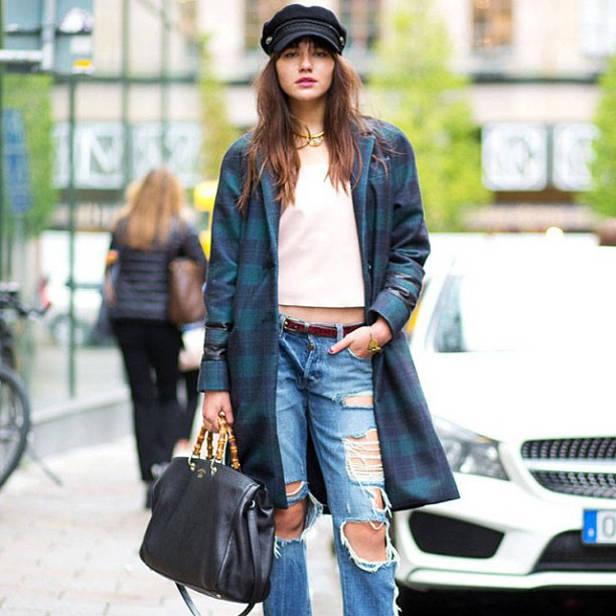 Jeans trashy con abrigo estructurado.