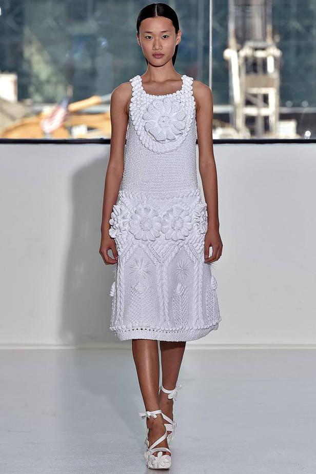 Vestido blanco en relieve.