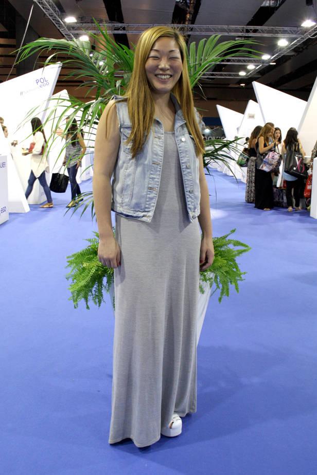 La diseñadora Ángela Bang lleva total look de ZARA y zapatos de ASOS