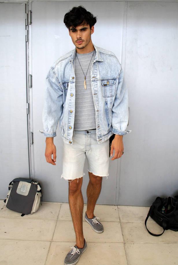 Fran M, modelo, pantalones de PULL&BEAR, zapatos de VANS, collar de México y chaqueta LEE