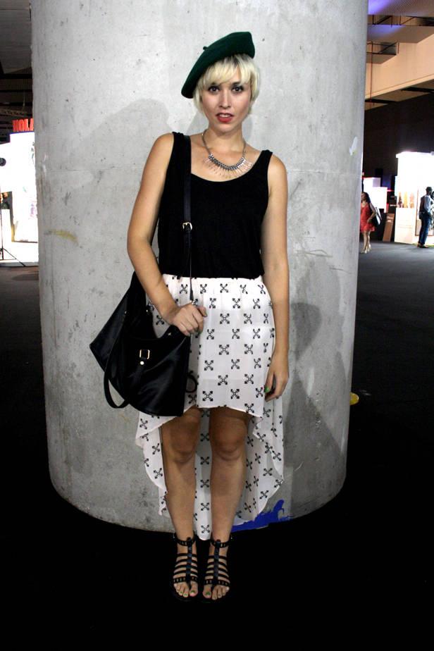 Lorena, estudiante de diseño interior, lleva total look H&M y collar CORTE INGLÉS