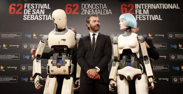 Antonio Banderas presentando