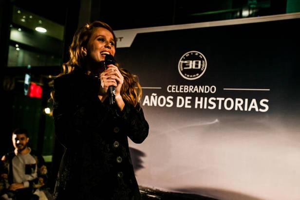 La actriz María Castro dándolo todo en la fiesta de Seat Ibiza.