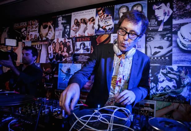 Joaquín Reyes también puso música en la fiesta.
