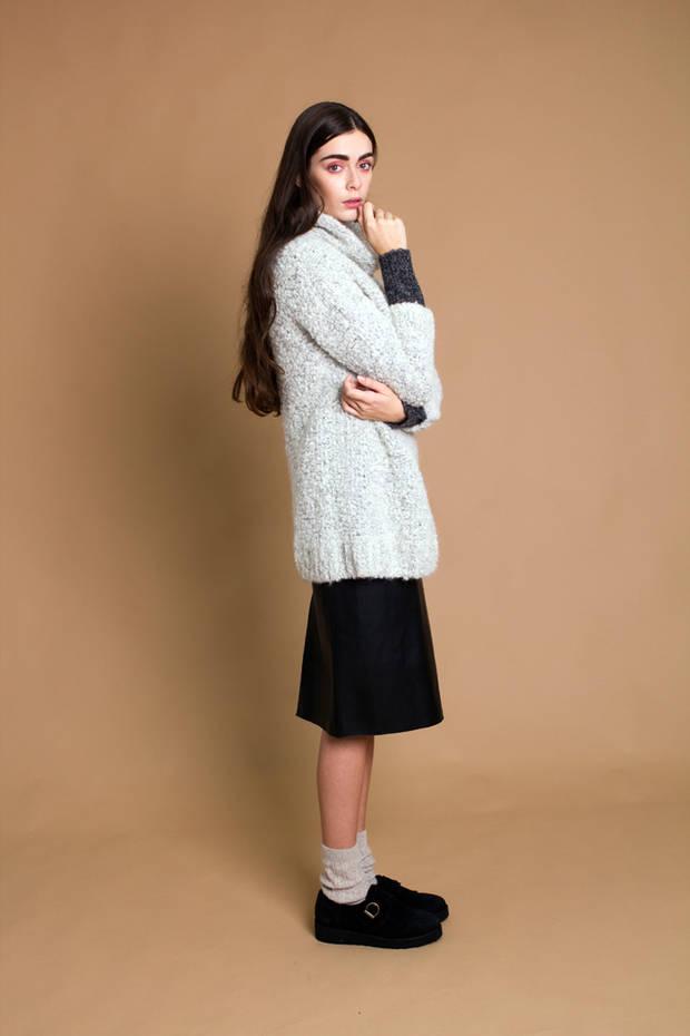 Jersey American Vintage. Falda Zara. Calcetín Calzedonia. Zapato Gaimo.