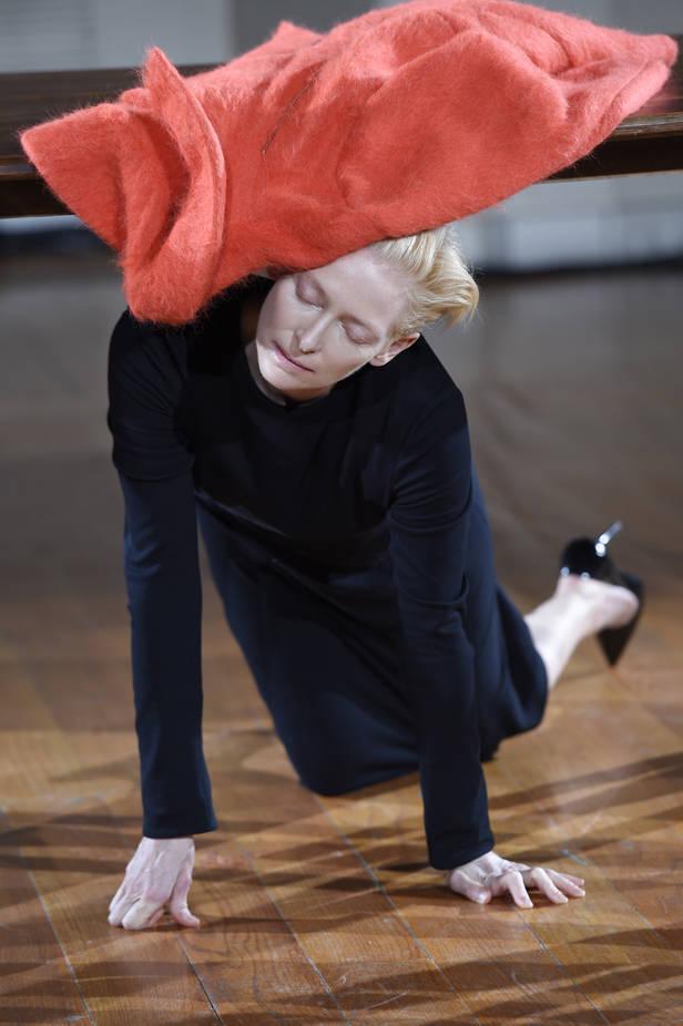 Cloakroom a performance by Olivier Saillard and Tilda Swinton - 012