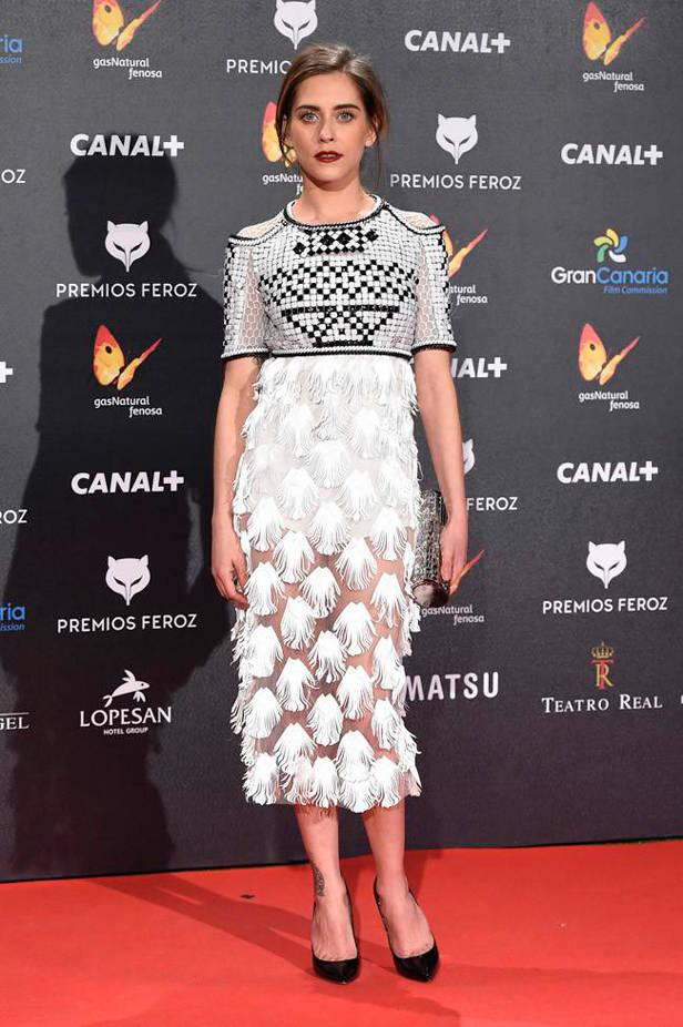 María León en los premios Feroz con vestido de Alfredo Villalba