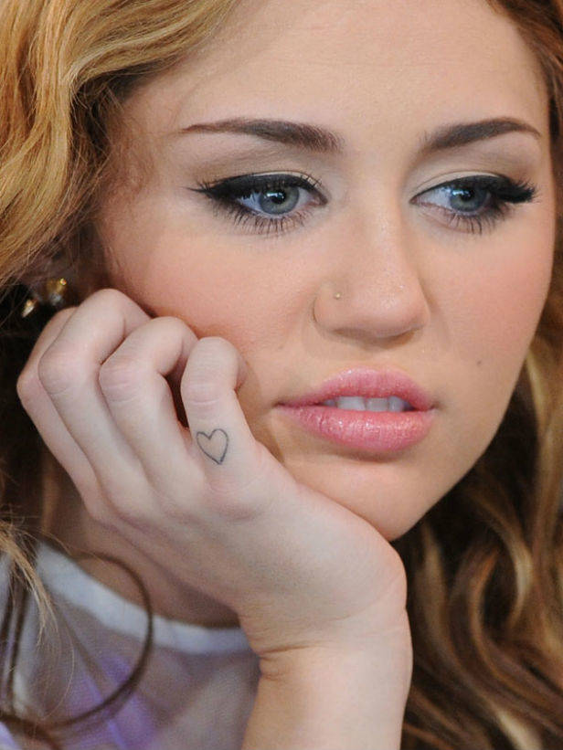 miley cyrus finger tattoo